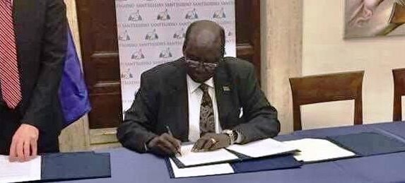 File photo: Presidential envoy Barnaba Marial signs declaration of peace with SSOMA in Rome on 12 January, 2020.
