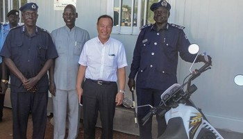 Seiji Okada, Ambassador of Japan to South Sudan handing over motorbikes to the Director General of DNPI in Nimule. Photo: M. Shiino/IOM